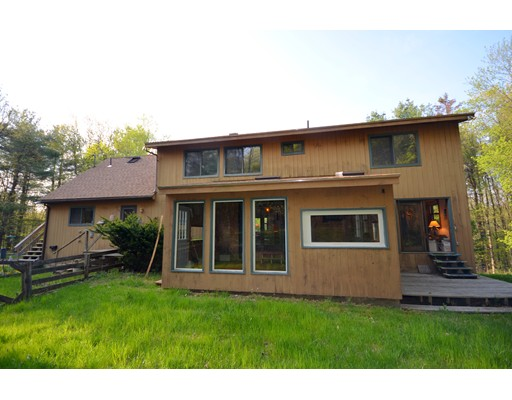 Casa Unifamiliar por un Venta en 101 Long Hill Road 101 Long Hill Road Leverett, Massachusetts 01054 Estados Unidos