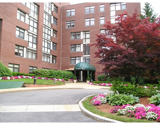 Appartement en copropriété pour l Vente à 79 Florence St #202S 79 Florence St #202S Newton, Massachusetts 02467 États-Unis