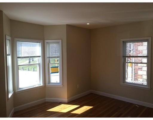 Casa Unifamiliar por un Alquiler en 52 Elm Street Waltham, Massachusetts 02453 Estados Unidos