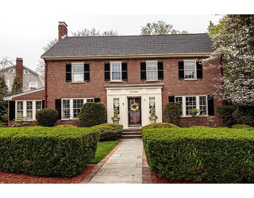 Maison unifamiliale pour l Vente à 5 Bow Road Belmont, Massachusetts 02478 États-Unis