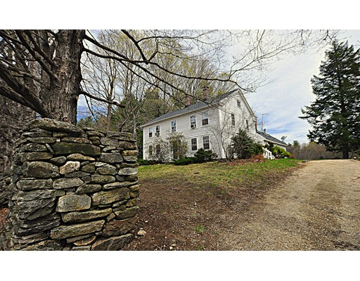 Maison unifamiliale pour l Vente à 136 Carter Road Becket, Massachusetts 01223 États-Unis