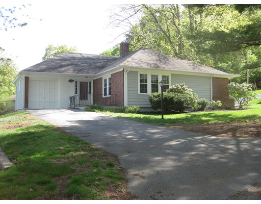 4 Castle Heights Rd, Andover, MA 01810