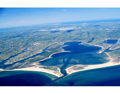 Additional photo for property listing at 368 Monomoscoy Rd B  Mashpee, Massachusetts 02649 United States