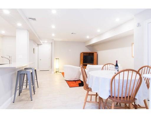 独户住宅 为 出租 在 56 Harvard 布鲁克莱恩, 马萨诸塞州 02445 美国
