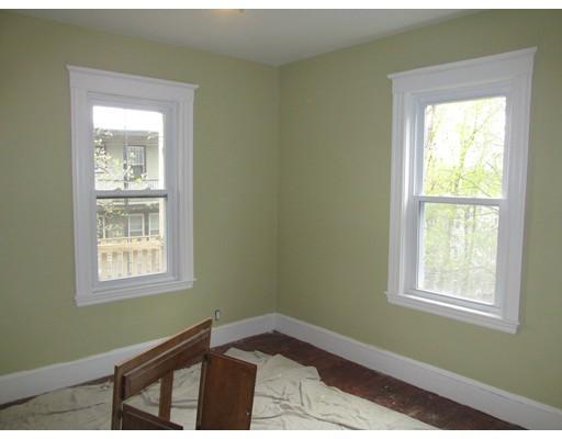Casa Unifamiliar por un Alquiler en 55 Montebello Road Boston, Massachusetts 02130 Estados Unidos