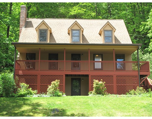 Maison unifamiliale pour l Vente à 35 Pantry Road Hatfield, Massachusetts 01088 États-Unis