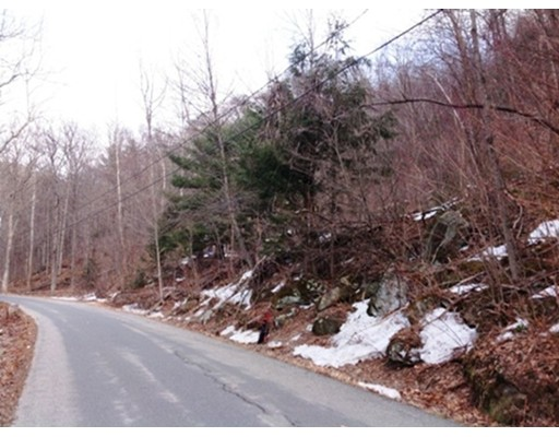 Terreno por un Venta en Call Rd. Lot:4.1 Call Rd. Lot:4.1 Colrain, Massachusetts 01340 Estados Unidos