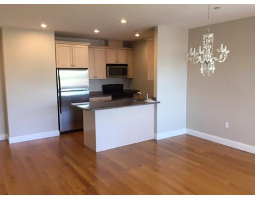 独户住宅 为 出租 在 1522 VFW Parkway 波士顿, 马萨诸塞州 02132 美国