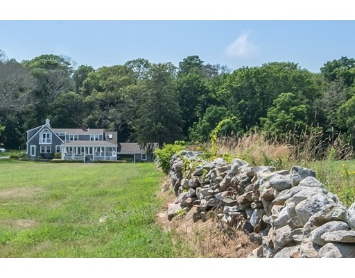 Maison unifamiliale pour l Vente à 852 Drift Road Westport, Massachusetts 02790 États-Unis