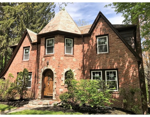 Located at the most prestigious Chestnut Hill (South Brookline), this rarely available English Tudor single family house at a very quite street has just finished total renovation with everything new!    Equipped with brand new high end appliances (Thermador cooktop/refrigerator, Samsung Washer/Dryer etc), hardwood floor, granite counter,  and Lutron switches, this meticulously renovated house is within 3 minute drive to the famous Country Club, Bloomingdale and Chestnut Hill Mall.