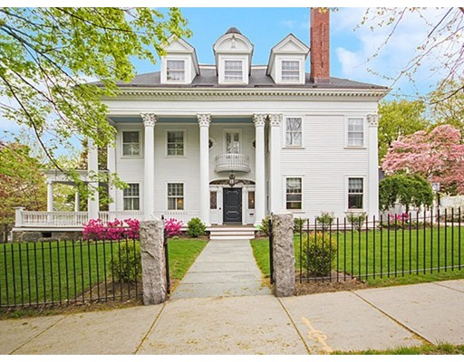 Casa Unifamiliar por un Venta en 219 Fisher Avenue Brookline, Massachusetts 02445 Estados Unidos