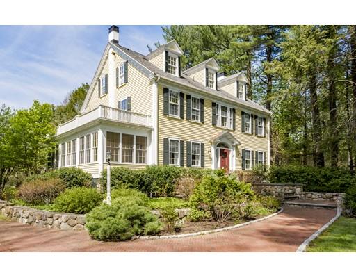 Частный односемейный дом для того Продажа на 16 Walnut Wenham, Массачусетс 01984 Соединенные Штаты