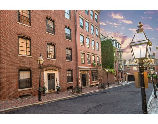 独户住宅 为 出租 在 130 Myrtle Street 波士顿, 马萨诸塞州 02114 美国