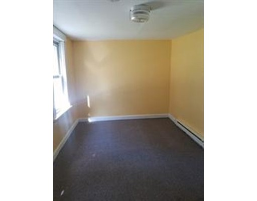 Additional photo for property listing at 75 Milk Street  Fitchburg, Massachusetts 01420 United States