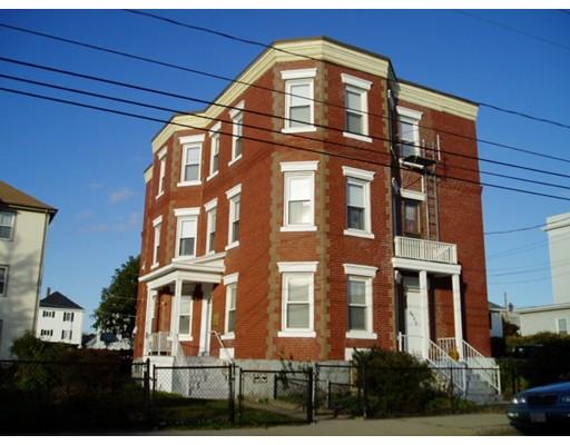 Casa Multifamiliar por un Venta en 1186 Slade Street 1186 Slade Street Fall River, Massachusetts 02724 Estados Unidos