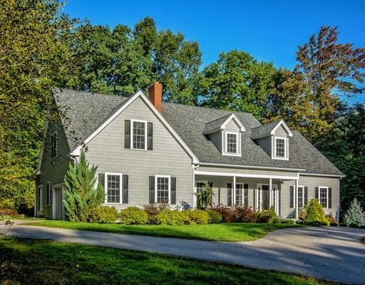 Maison unifamiliale pour l Vente à 2 High Street Millbury, Massachusetts 01527 États-Unis