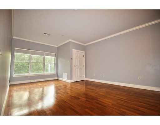 Additional photo for property listing at 35 Commonwealth Avenue  Newton, Massachusetts 02467 Estados Unidos