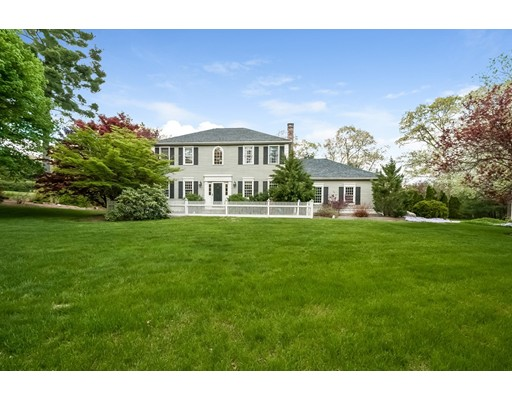 Single Family Home for Sale at 1 Crestview Drive Mendon, Massachusetts 01756 United States