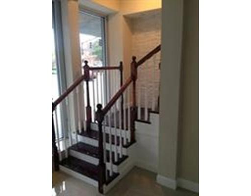 Casa Unifamiliar por un Alquiler en 525 Essex Street Lawrence, Massachusetts 01840 Estados Unidos
