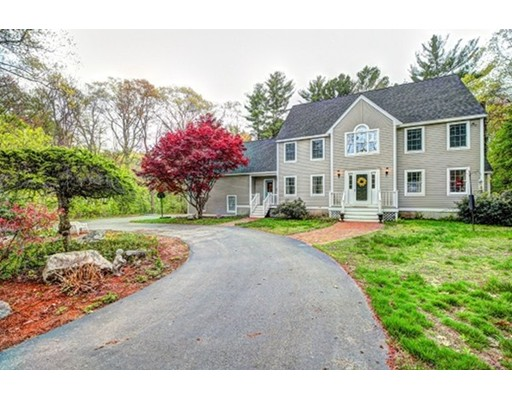 Частный односемейный дом для того Продажа на 142 Page Road Bedford, Массачусетс 01730 Соединенные Штаты