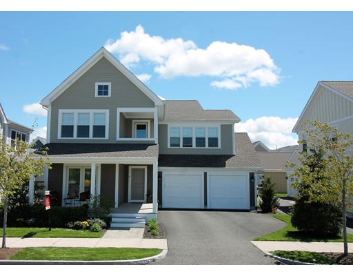 Maison unifamiliale pour l Vente à 8 Stonehaven Drive Weymouth, Massachusetts 02190 États-Unis