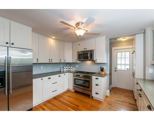 Additional photo for property listing at 32 Bradford Street  Watertown, Massachusetts 02472 Estados Unidos