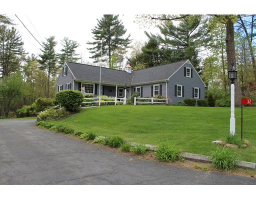 Casa Unifamiliar por un Venta en 32 Country Club Drive Monson, Massachusetts 01057 Estados Unidos