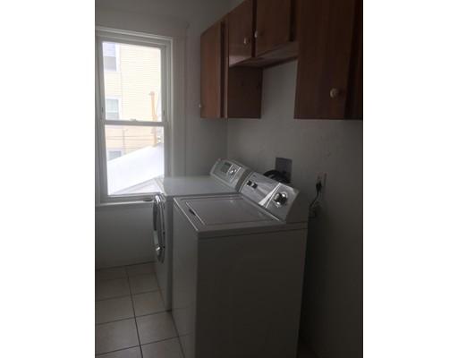 Casa Unifamiliar por un Alquiler en 123 Maywood Street Worcester, Massachusetts 01603 Estados Unidos