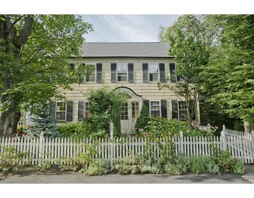Maison unifamiliale pour l Vente à 19 Tyler Court Northampton, Massachusetts 01060 États-Unis