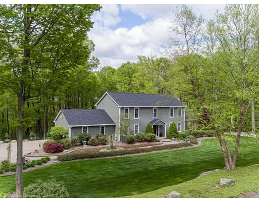 واحد منزل الأسرة للـ Sale في 2 Webster Lane Wilbraham, Massachusetts 01095 United States