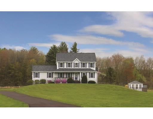 Maison unifamiliale pour l Vente à 201 College Highway Southampton, Massachusetts 01073 États-Unis