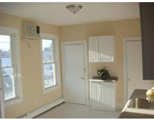 Additional photo for property listing at 48 Porter  Cambridge, Massachusetts 02141 Estados Unidos