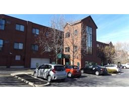 Casa Unifamiliar por un Alquiler en 373 Highland Avenue Somerville, Massachusetts 02144 Estados Unidos