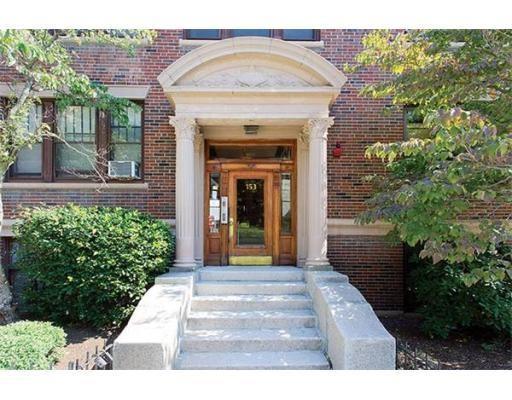 独户住宅 为 出租 在 153 Strathmore 波士顿, 马萨诸塞州 02135 美国