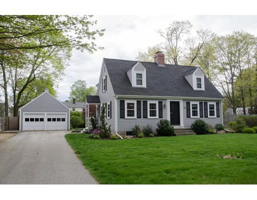 Maison unifamiliale pour l Vente à 10 PORTER STREET Wenham, Massachusetts 01984 États-Unis