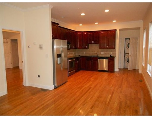 Single Family Home for Rent at 80 Union Street Rockland, Massachusetts 02370 United States