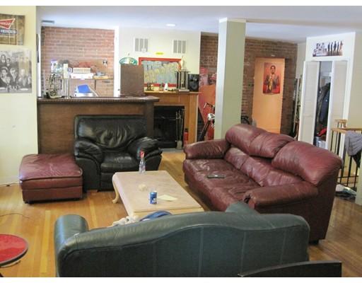 独户住宅 为 出租 在 96 Gainsborough 波士顿, 马萨诸塞州 02115 美国
