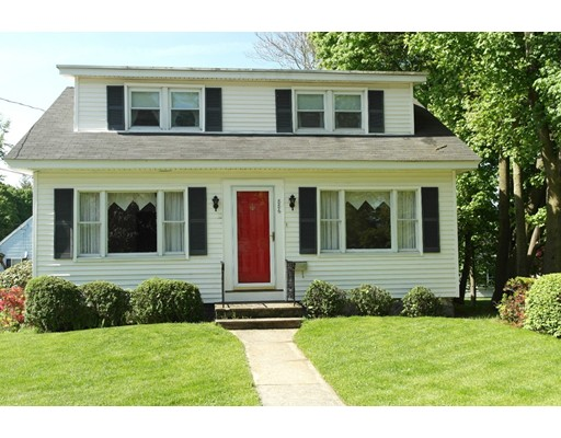 886 Andover St, Lowell, MA 01852