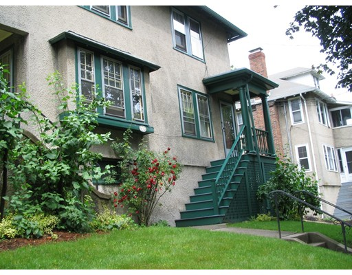 Apartamento por un Alquiler en 42 Lewis Rd #42 42 Lewis Rd #42 Belmont, Massachusetts 02478 Estados Unidos