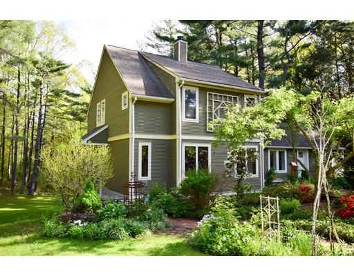 Maison unifamiliale pour l Vente à 495 Springfield Street 495 Springfield Street Wilbraham, Massachusetts 01095 États-Unis