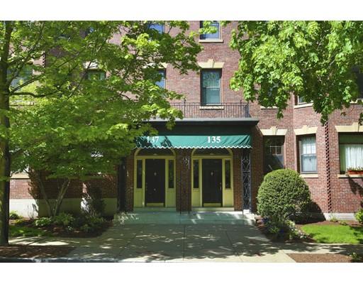 135 Freeman St 2A, Brookline, MA 02446