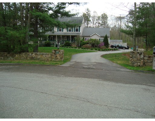 Single Family Home for Sale at 45 Giacamo Way 45 Giacamo Way Uxbridge, Massachusetts 01569 United States