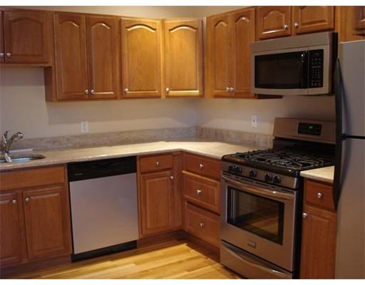独户住宅 为 出租 在 4 Blaney Street 斯瓦姆斯柯特, 马萨诸塞州 01907 美国
