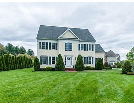 Maison unifamiliale pour l Vente à 1 Blueberry Lane Millis, Massachusetts 02054 États-Unis