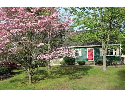 Single Family Home for Sale at 8 Sarah Lane Franklin, Massachusetts 02038 United States