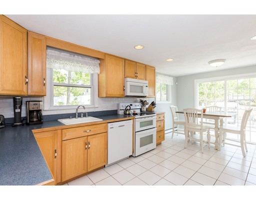 41 Parkview Rd, Reading, MA 01867