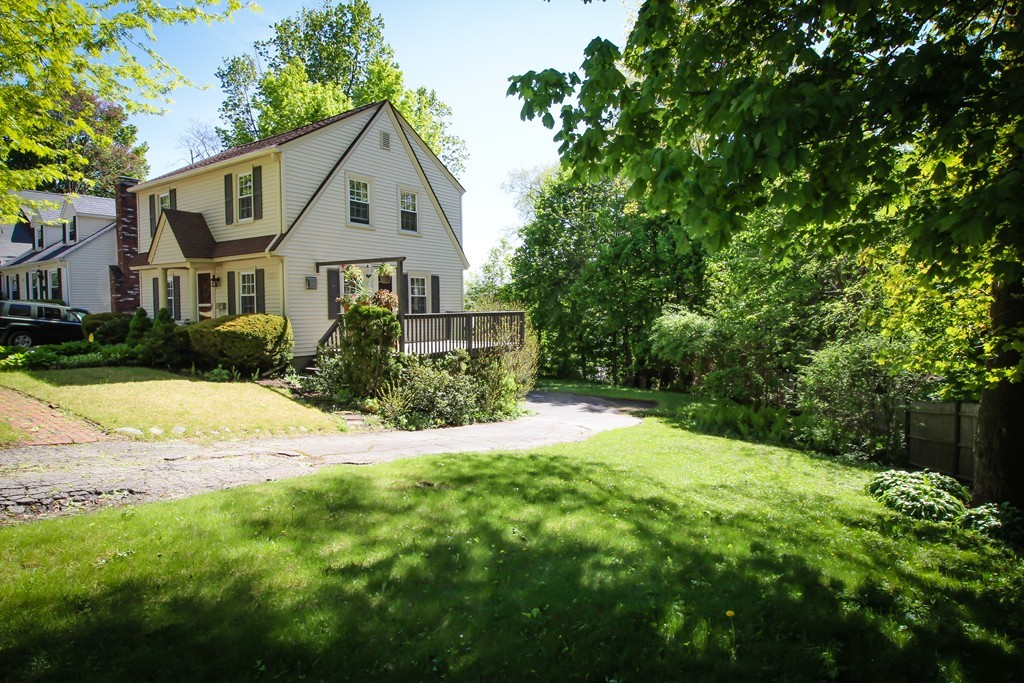 7 Ellestuen Rd Worcester Ma 01606 In Worcester County Mls 72167028 Offered At 228 000 Bean