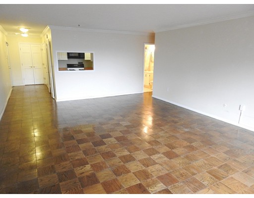 Additional photo for property listing at 8 Whittier Place  Boston, Massachusetts 02114 United States
