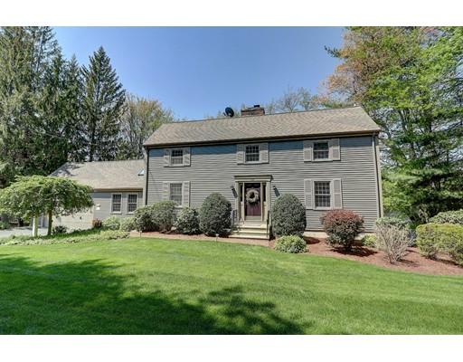 Частный односемейный дом для того Продажа на 104 Wrentham Road Cumberland, Род-Айленд 02864 Соединенные Штаты