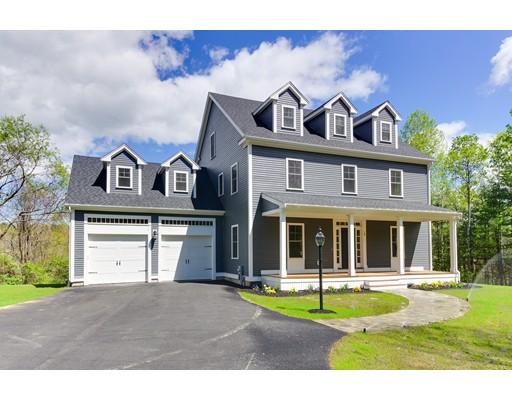 Maison unifamiliale pour l Vente à 221 Orchard Street Millis, Massachusetts 02054 États-Unis